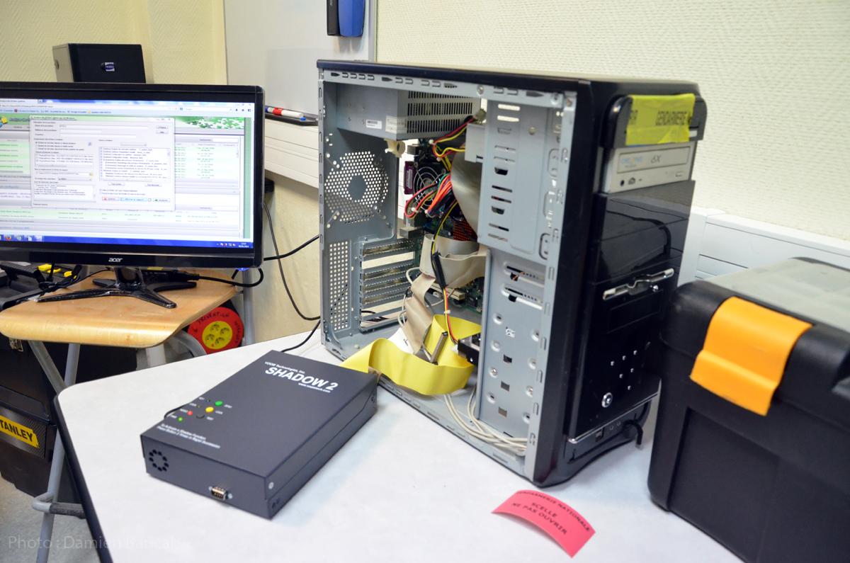 La boite noire Shadow 2 permet aux investigateurs de copier une disque dur, lors d'une perquisition, sans mettre en danger les données.